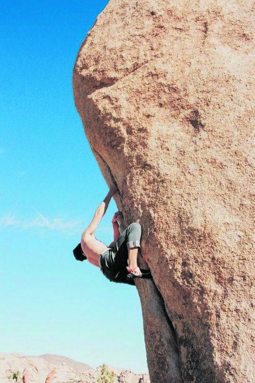 Bouldern erfreut sich steigender Beliebtheit. Allerdings erfordert diese Sportart Kraft, deshalb sollte ein spezielles Krafttraining nicht fehlen.unsplash