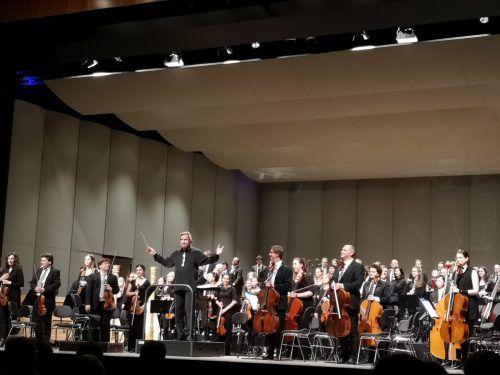 Das 100-köpfige Orchester überzeugte im Montforthaus auf ganzer Linie. fehle