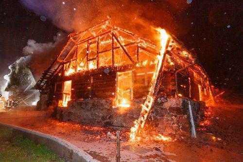 Das Objekt wurde durch die Flammen vollständig zerstört. Hofmeister
