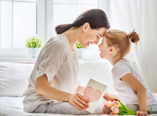 Das Verhältnis zwischen Müttern und ihren Töchtern ist oft ein ganz besonders inniges.Shutterstock