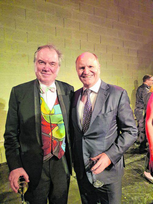 David Pountney mit dem Festspielpräsidenten Hans-Peter Metzler.