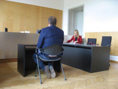 Der Angeklagte mit seiner Verteidigerin Andrea Concin. eckert