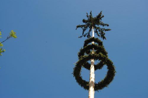 Der diesjährige Nenzinger Maibaum kann noch den ganzen Mai bewundertwerden.Bürgermusik Nenzing
