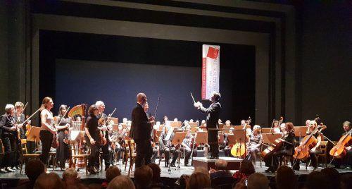 Der Konzertabend im gut besuchten Theater am Kornmarkt entpuppte sich gewissermaßen als bunter Muttertagsstrauß mit ganz unterschiedlichen Blüten. Kaplaner