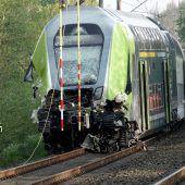 Zug stößt mit Lkw zusammen