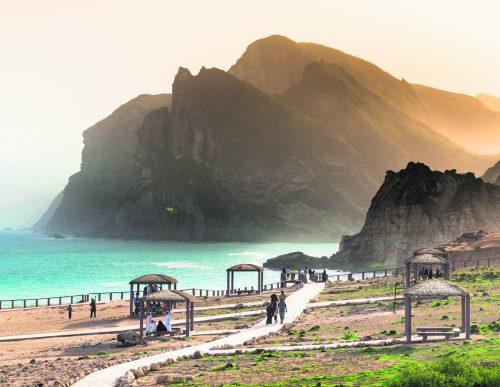 Der Oman eignet sich mit seinen wunderschönen Sandstränden perfekt für einen Badeurlaub. shutterstock (5)