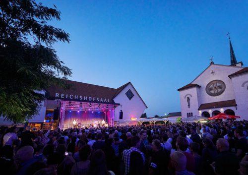 Am blauen Platz finden wieder freitägliche Sommerkonzerte statt.gemeinde