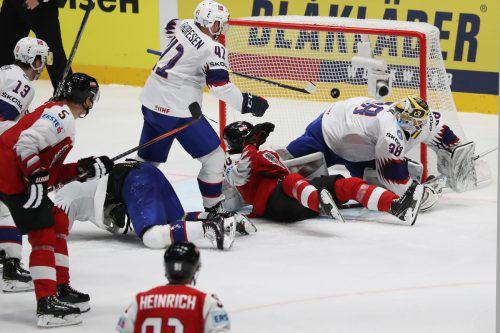 Die Arbeit von Alexander Pallestrang (am Boden) ermöglichte Konstantin Komarek (nicht im Bild) das Tor zum 2:2-Ausgleich gegen Norwegen. gepa