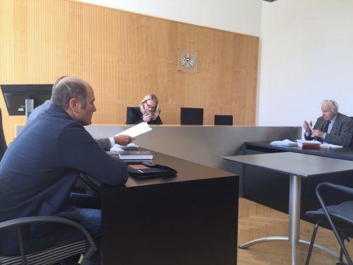 Die gegnerischen Parteien vor Richterin Sonja Nachbaur bei der Verhandlung am Landesgericht Feldkirch. VN/sohm