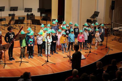 Die kleinen Dinos aus Tosters und Gisingen bewiesen bei Ihrem Auftritt musikalisches und rhytmisches Feingefühl. Heilmann