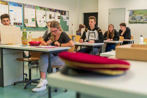 Die Matura hat überall im Land begonnen. In Vorarlberg gehen rund 1800 Mädchen und Burschen das Projekt Reifeprüfung an. VN/Stiplovsek
