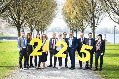 Die Mitarbeiter der Raiffeisenbank Bodensee-Leiblachtal blicken auf insgesamt 225 Jahre Betriebszugehörigkeit zurück. raiba