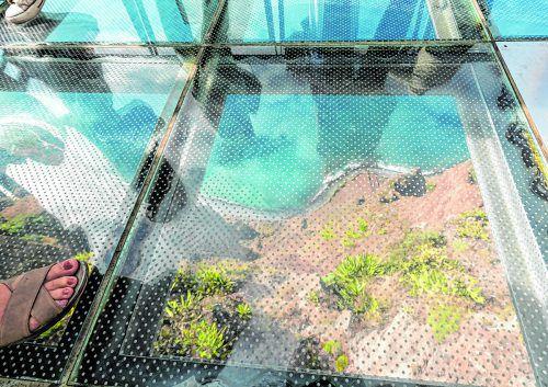 Die Plattform aus Glas in 580 Meter Höhe ist nur was für Schwindelfreie.