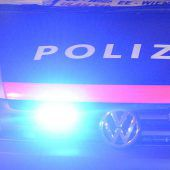 Dornbirn: Polizisten im Einsatzwagen attackiert