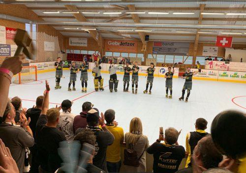 Die Rollhockeyspieler bedanken sich bei ihren Fans.RHC