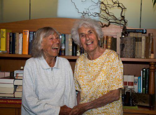 Die Schwestern Helga (r.) und Irene Winter verbrachten ihr gesamtes Leben zusammen - auch jetzt im Pfegeheim teilen sie sich ein Zimmer.VN/Paulitsch