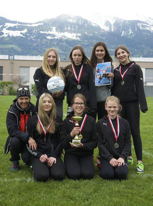 Die siegreichen Mädchen der Sportmittelschule Nenzing.Privat