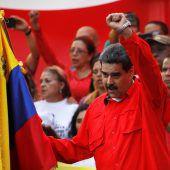 Maduro schwört Soldaten auf sich ein