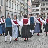 Trachtengruppe tanzt in Marktgasse