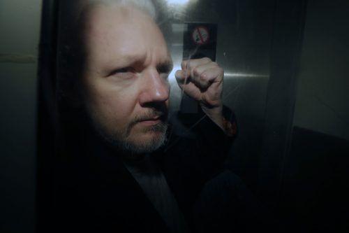 Die US-Justiz verschärfte die Anklage gegen Assange. ap