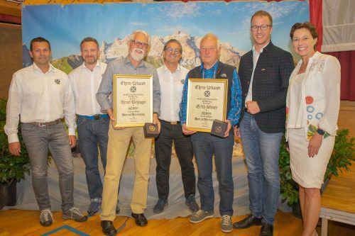 Die Vorstandsmitglieder mit den Geehrten Bernd Wehinger (für 60 Jahre) sowie Erich Sönser (für 50 Jahre). STO