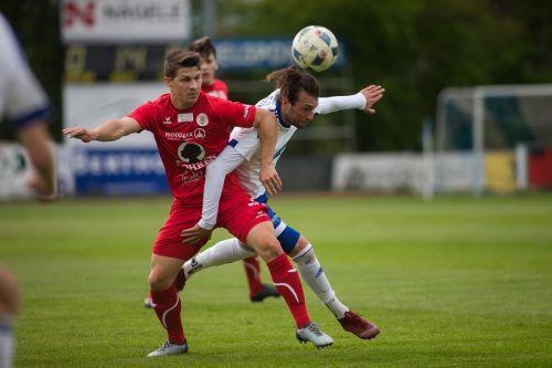 Dornbirns Christoph Domig (in Rot gegen Burhan Yilmaz) war mit der Beste am Platz beim Sieg über seinen Stammklub.Steurer