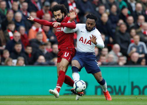 Duell um Europas Krone: Mohamed Salah gegen Danny Rose. ap