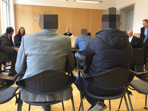 Ein Angeklagter nach dem anderen wurde von Richter, Staatsanwältin und Verteidigung befragt. vn/gs