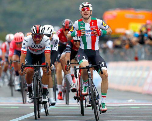 Elia Viviani setzte sich auf der dritten Etappe des Giro in Zielsprint durch.AFP