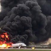 Flugzeug brennt in Moskau: mindestens 13 Tote