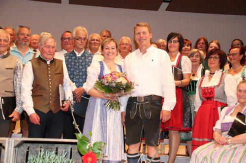 Obmann Norbert Greber bedankte sich bei der engagierten Chorleiterin.