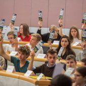 Schüler übten sich am Donnerstag im Landtag in Bregenz als Volksvertreter. A6