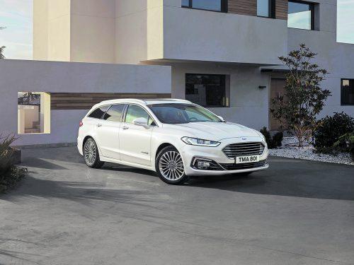 Ford Mondeo: Auch ihm hat man eine Reihe von Updates zukommen lassen. Dazu gehört, dass jetzt auch der Traveller als Hybrider orderbar ist.