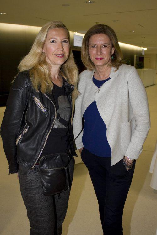 Fotografin Alexandra Serra (l.) und Birgit Sonnbichler (tag eins).