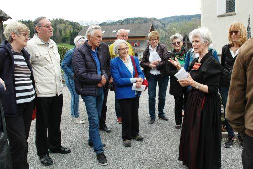 Frau Herma Feuerstein zeigte den interessierten Teilnehmer die Besonderheiten in Schwarzenberg.db sb 50+