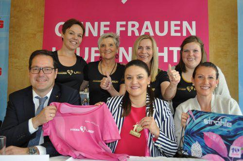 Freuen sich: Martin Jäger, Verena Eugster, Sabine Reiner (vorne) sowie Daniela Sieber, Brigitte Köfler und Sonja und Vanessa Buxbaum (hinten v. l.). Sparkasse