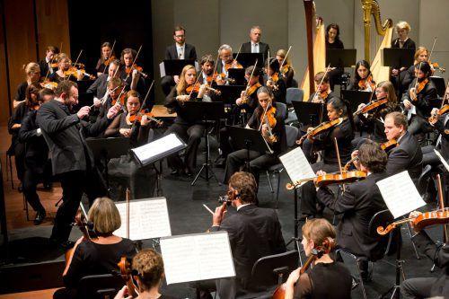 Gustav Mahlers epochale achte Symphonie wird unter Dirigent Kirill Petrenko aufgeführt. Mathis/Veranstalter