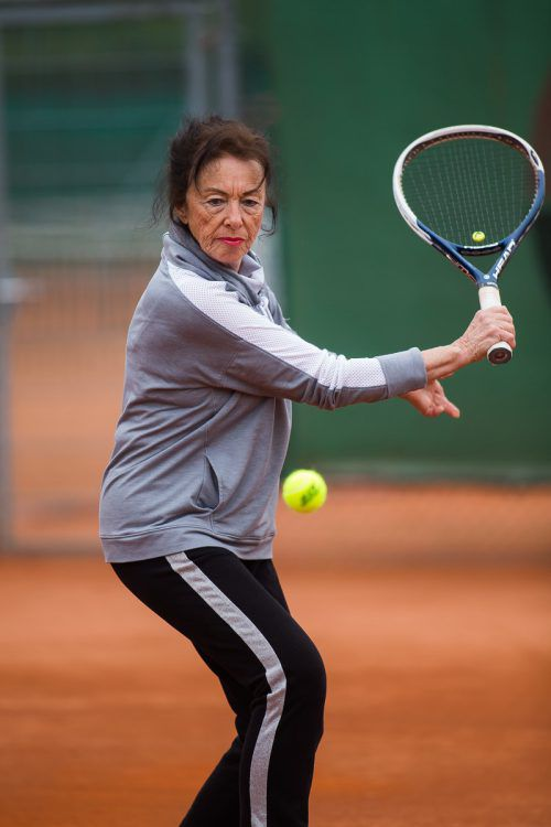 Helga Raschner steht drei Mal pro Woche auf dem Tennisplatz. Steurer