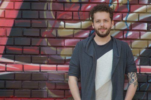 Henrik Szanto qualifizierte sich mehrfach für die österreichischen Poetry Slam Meisterschaften. TJ Photography