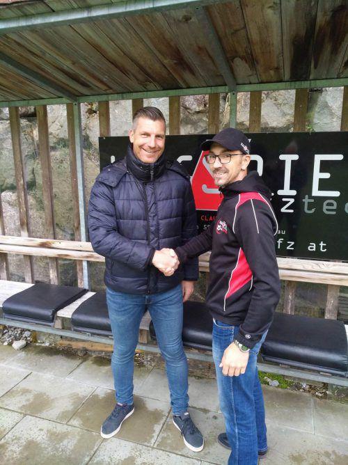 Hittisau-Obmann Herbert Gunsch mit Neo-Trainer Gert Zöhrer (links).Verein