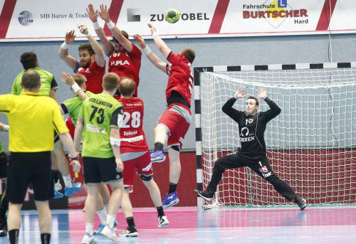 Im ersten Halbfinalduell setzte sich Hard nicht zuletzt dank der Paraden von Goalie Thomas Hurich in der Schlussphase mit 26:25-Toren durch.Verein/Köss