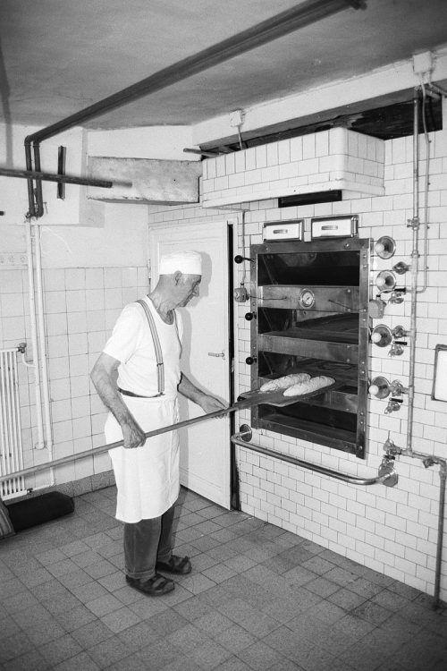 Im Jahr 1952 haben bereits 30 von 220 Bäckereien in Vorarlberg einen elektrischen Backofen.Sammlung Risch-Lau, Oliver Benvenuti, Helmut Klapper, Vorarlberger Landesbibliothek