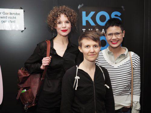 Im Publikum: Schauspielerin Katharina Paul, Regisseurin Berenice Hebenstreit und Autorin Carolyn Amann.