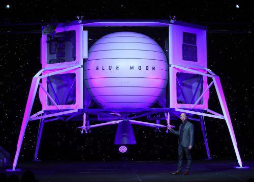 """Im Raumschiff """"Blue Moon"""" sei Platz für vier Fahrzeuge, mit denen der Mond erkundet werden könne, erläuterte Bezos bei der Präsentation. AFP"""