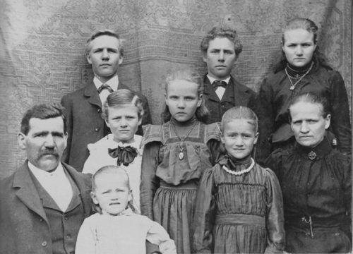 """In der Wanderausstellung """"Wo anders hin"""" werden die Schicksale verschiedener Walgauer Familien dokumentiert. Veranstalter"""