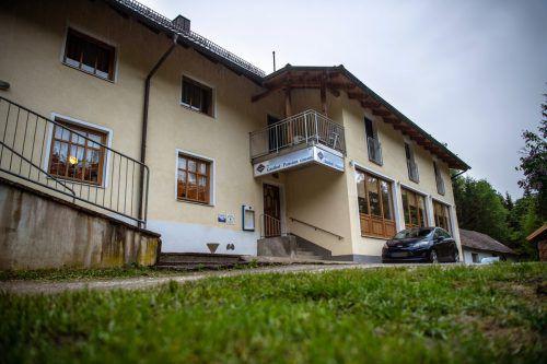 In dieser Pension nahe der Ilz in Passau wurden drei Leichen in einem Zimmer gefunden. Der Tathergang ist noch unklar. DPA