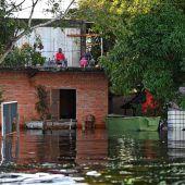 Hochwasser vertreibt 70.000 Menschen