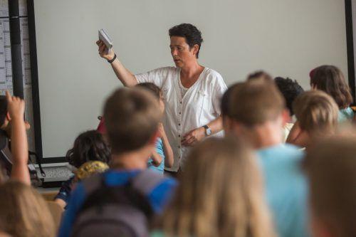 Irmgard Kramer wird nach 2018 auch heuer wieder das junge Publikum auf dem größten Lesefest Vorarlbergs, der Buch am Bach, begeistern.VN/Steurer