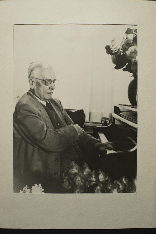 Karl Bleyle an seinem 75. Geburtstag. Das SOV hat ein Werk des Komponisten im neuen Programm. musikarchiv Feldkirch