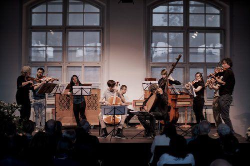 Klaus Christa mit seinem um Studenten des Konservatoriums erweiterten Ensemble. Sebastian Mosquera